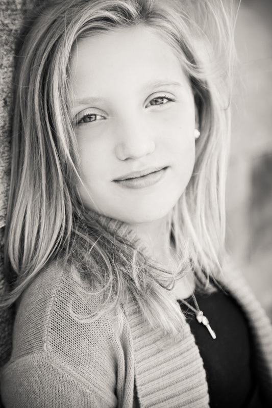 Senior Photography, Teen & Tween Photography, black and white image of blonde girl