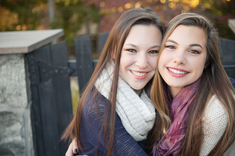 Senior Photography, Teen & Tween Photography, sisters hugging