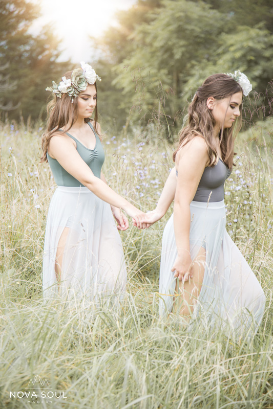 Senior Photography, Teen & Tween Photography, sisters walking through a field